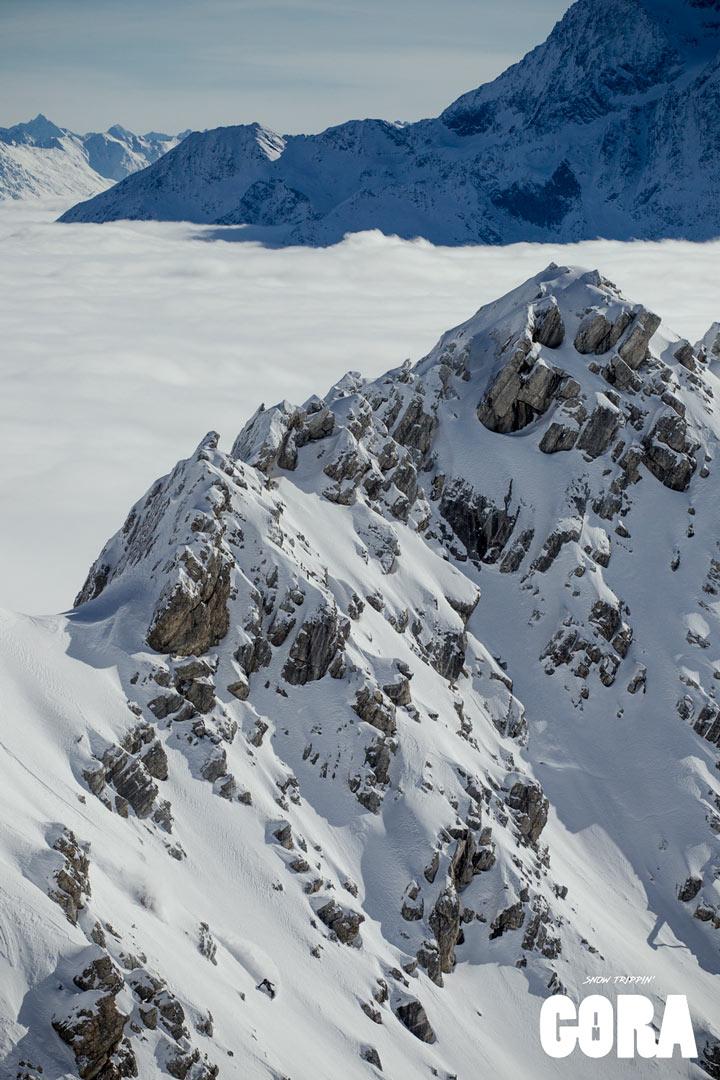 Thomas Delfino genießt den frischen Powder über den Wolken am Arlberg | ©Picture Organic Clothing/Louis Garnier