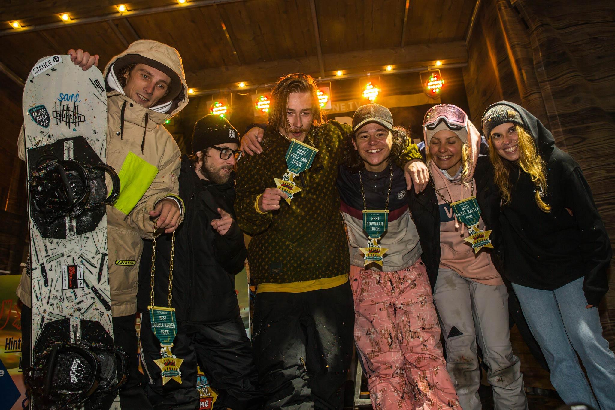 Die glücklichn Gewinner nach dem Contest mit Michi Schatz von der SANE! Crew - Foto: MonEpic