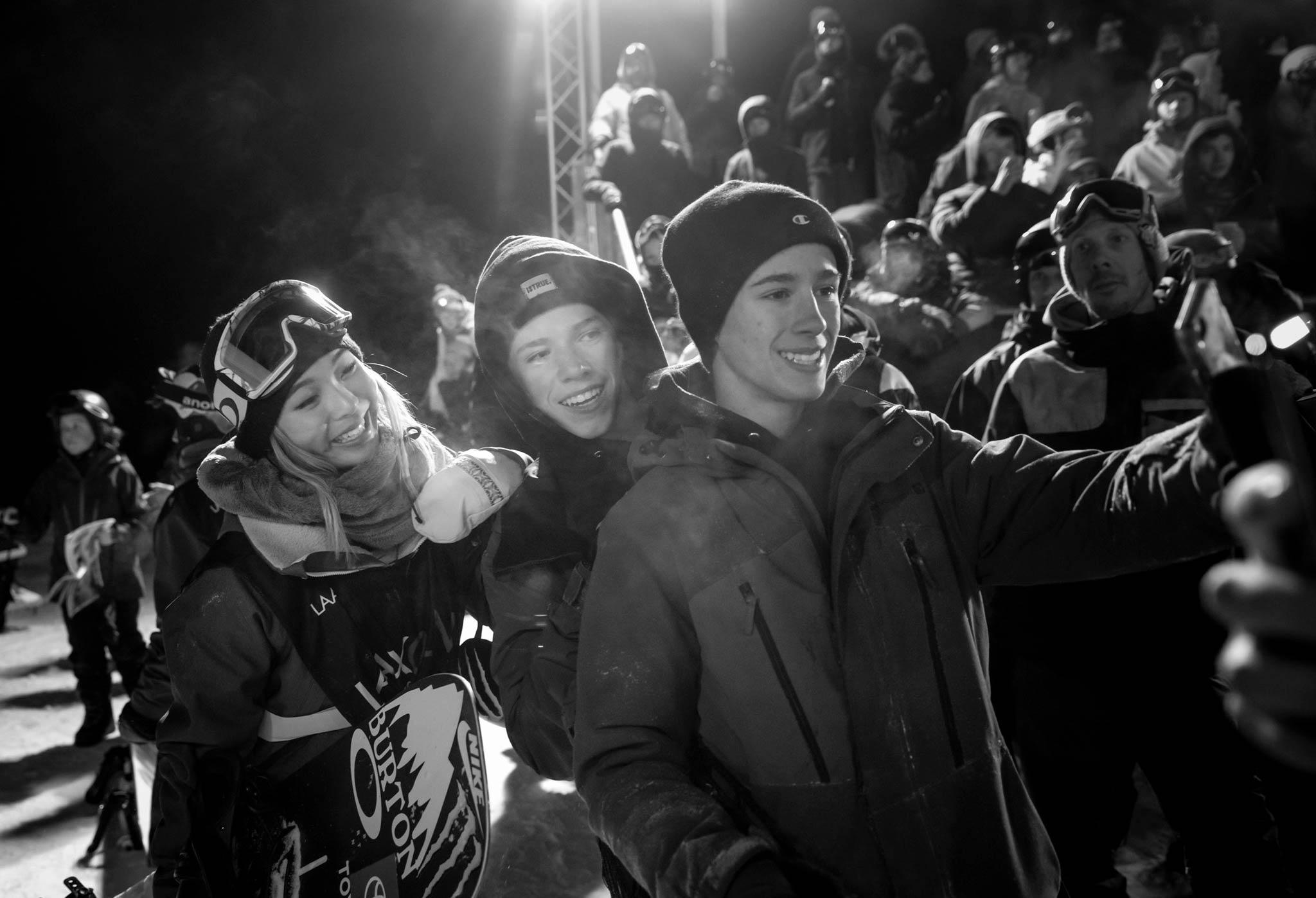 Auch 2020 werden wieder viele weltweit bekannte Pros an den Contests im Rahmen der LAAX Open teilnehmen - eure Selfie Chance! - Foto: Stadler