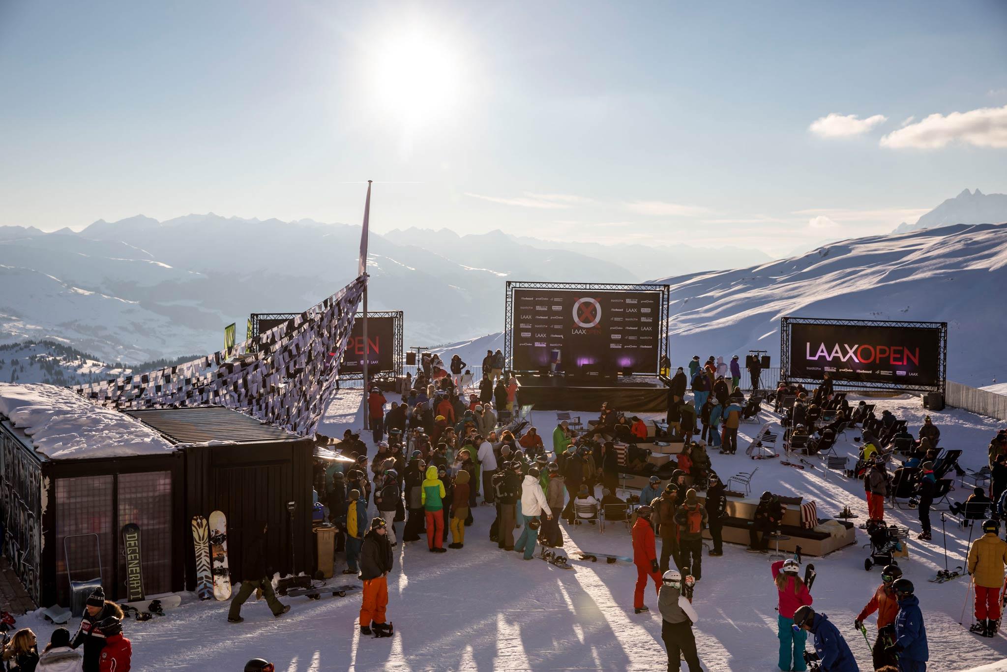 Auch für die LAAX Open 2020 werden wieder viele Zuschauer direkt am Halfpipe sowie Slopestyle Kurs erwartet. - Foto: Stadler