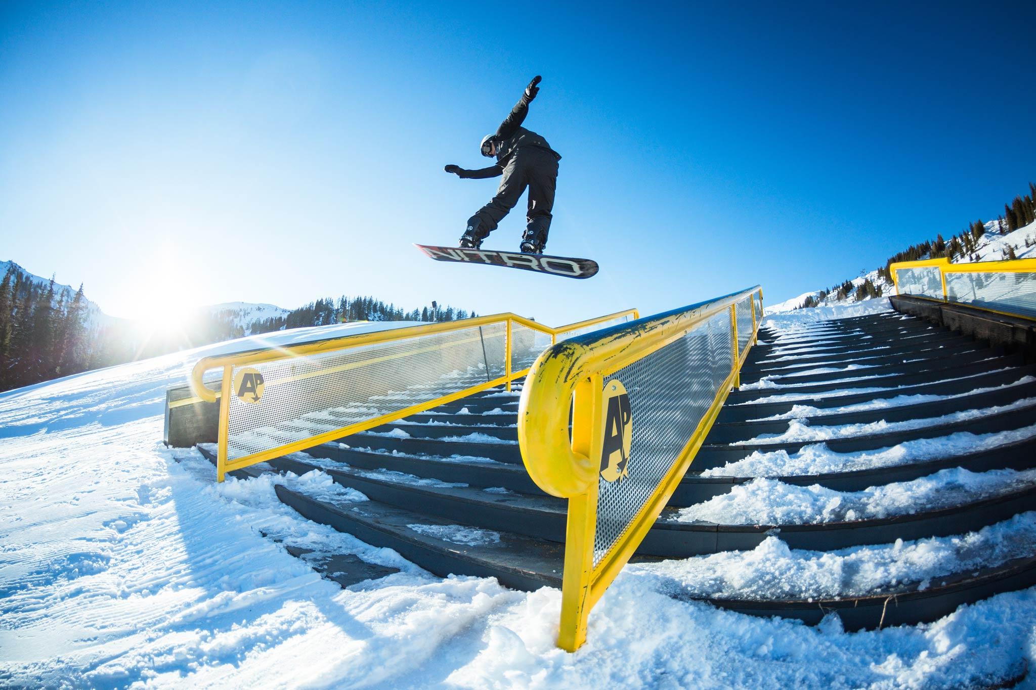 In den insgesamt sieben Bereichen bietet der Absolut Park Flachauwinkl von Jibs in allen Variationen über kleine Jumps bis hin zu einer fetten Pro Line so ziemlich alles was man als Freestyler erwarten kann. - Foto: Markus Rohrbacher